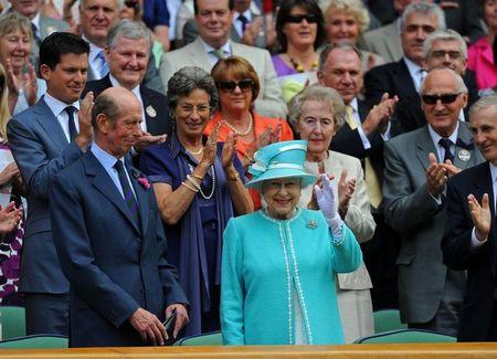 6 Queen Elizabeth Waes to Center Court