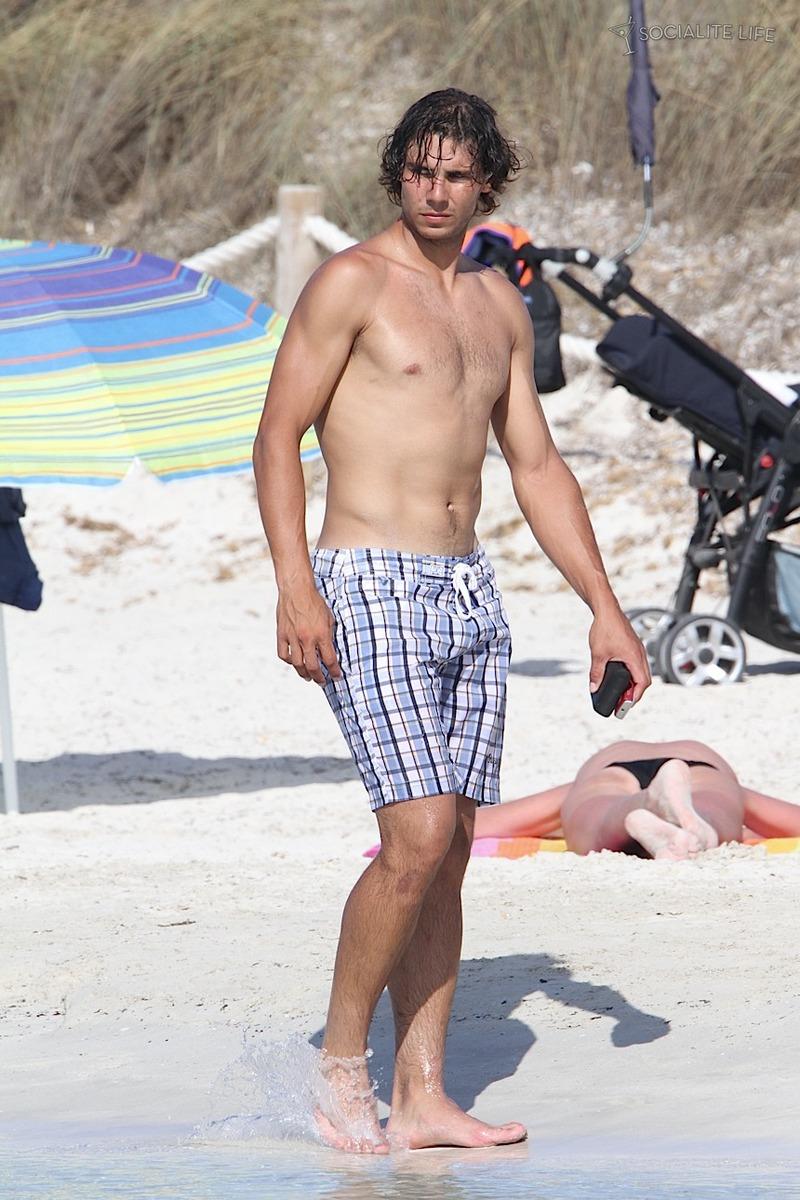 Thomaz Bellucci Shirtless