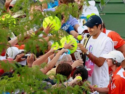 Roger Federer Signs Autographs Cincy.10 tw-federerlive