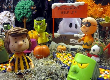 Copy of Peanuts Halloween Display 1