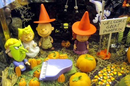 Copy of Peanuts Halloween Display 2