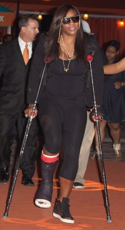 Serena Williams Back in Cast and on Crutches 1