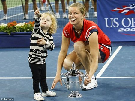 Kim-Clijsters-and-daughter US Open 09