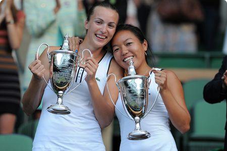 Vania King Yaroslava Shvedova Win Womens Dubs Wimbledon.10 ap