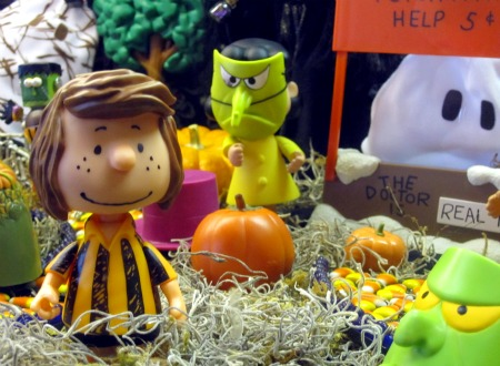 Copy of Peanuts Halloween Display 4