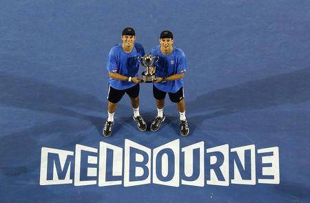 Bob Bryan AO11 Trophy Melbourne r