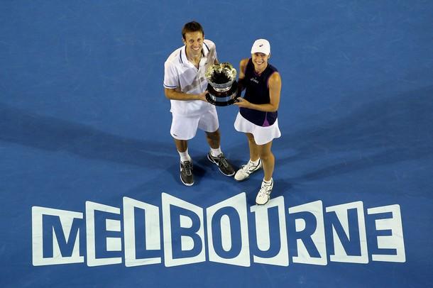 Daniel Nestor Katerina Srebotnik AO11 Trophy Melbourne r