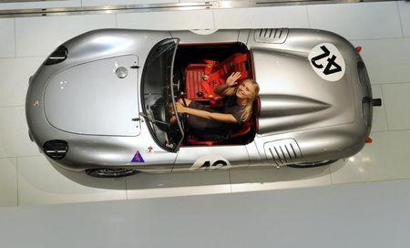 Maria Sharapova Stuttgart 2013 in Porsche