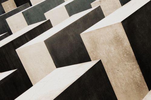 10 Holocaust Memorial
