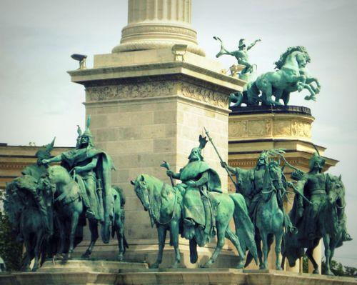 39 Heroes Square Column