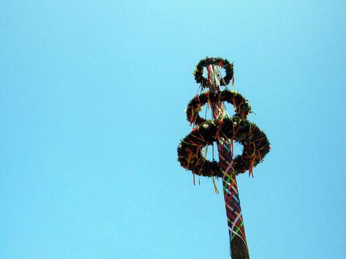 16 May Pole